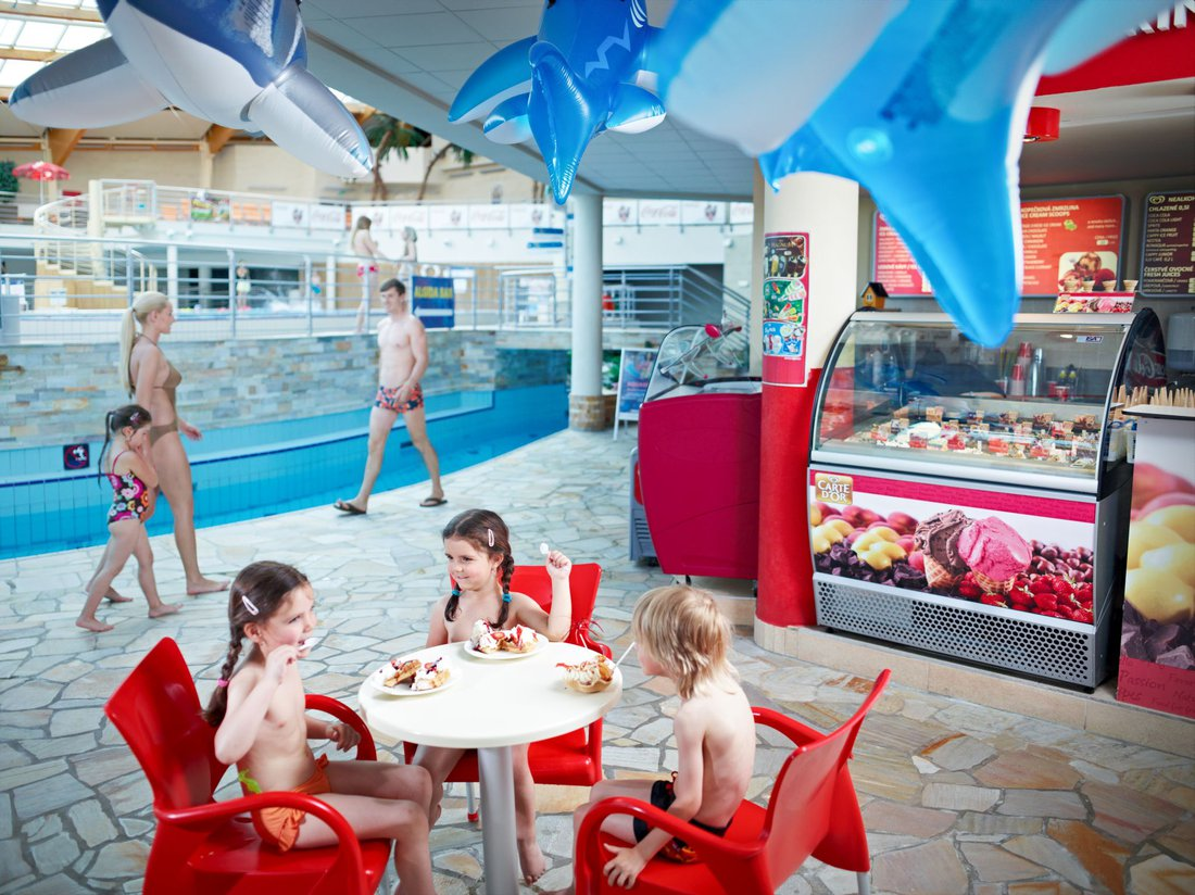 Restaurants And Bars In The Aquapark Aquapalace Hotel Prague